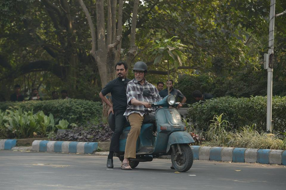 amitabh Nawazuddin on a scooter for movie called Te3n