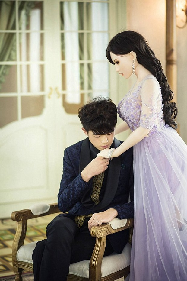 chines man married to sex-doll