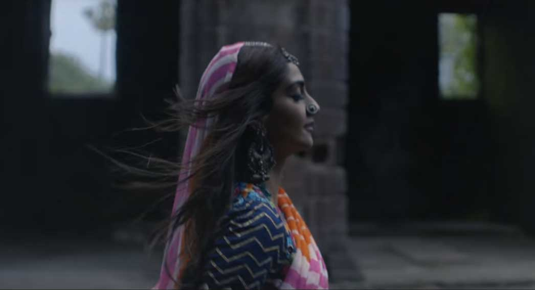 Sonam kapoor in coldplays new song
