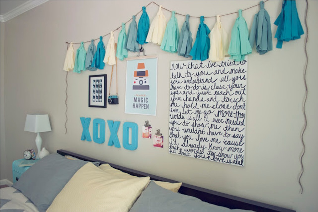 Bed Sheets And Decorate One Wall Of Your Room With Pictures Posterake Thermocol Letters Like They Have Made Xoxo Diy