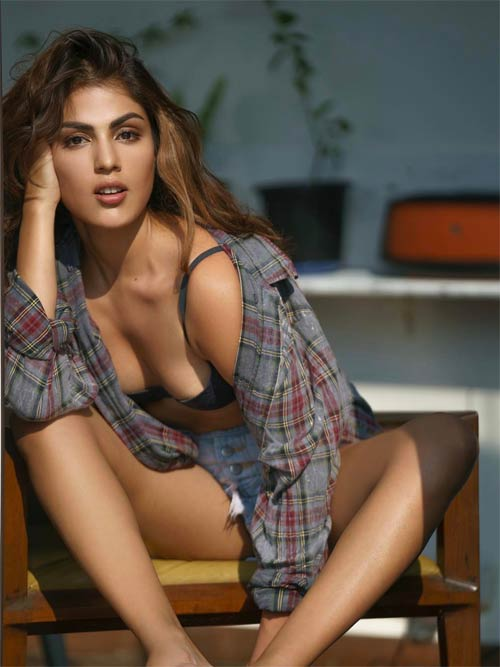 Rhea Chakraborty's hot images