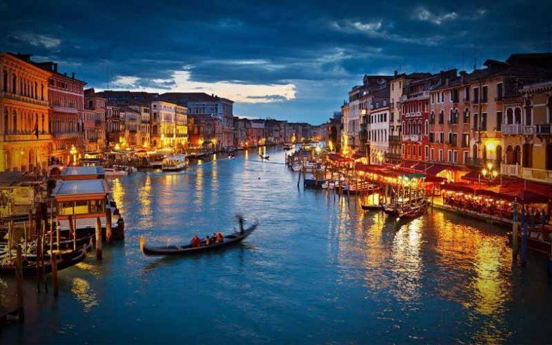 one of the top 10 honeymoon destination, romantic Venice, Italy